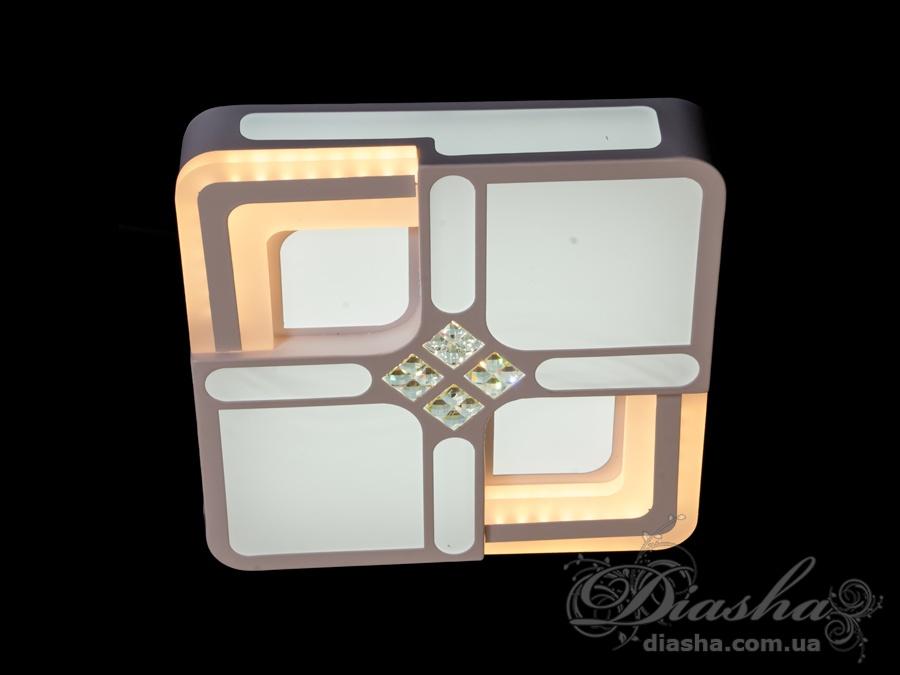 Представляем вам новую серию универсальных светодиодных светильников. Их можно использовать в качестве настенных светильников, накладных точечных светильников и потолочных люстр. Точечные светильники просты и легки в установке, поэтому их монтаж не займет много времени и труда. Они запросто могут изменить пространство помещения. Если точечные светильники установить по периметру потолка, то он будет казаться выше, а сама комната – намного больше. Рассеиватель выполненный из литого акрила равномерно распределяет свет по помещению. При этом сам светится очень мягко. Вы можете смотреть на включенную люстру и не бояться словить