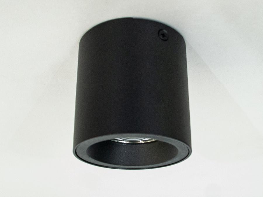 Накладные точечные светильники предназначены для яркого акцентного освещения. Они могут эффектно осветить барную стойку, рабочую поверхность, или к примеру витрину магазина. Строгая стильная форма накладного точечного светильника гармонично вписывается в современные интерьеры. Строгость, простота и функциональность - три главные черты современного интерьера. Новые накладные точечные светильники от ТМ