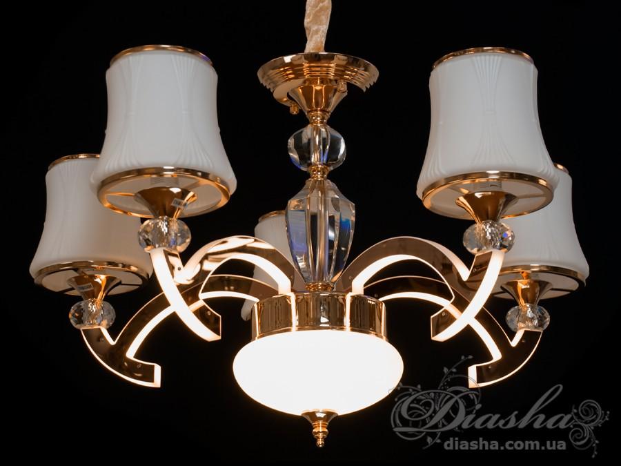 Мы переосмысли классику и теперь у нас появилась замечательная серия классических люстр со светодиодной подсветкой. Взяв от классики формы, дорогие материалы, изысканность, мы добавили светодиодную подсветку и оставили возможность дополнить люстру лампами с цоколем Е14. Материал люстры — металл, стекло, оснащение: встроенные светодиоды, бархатный чехол для цепи.