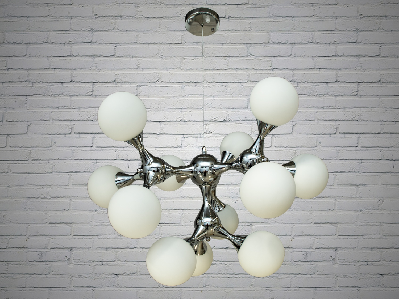 Лаконичный и в тоже время очень стильный дизайн этой люстры на 12 ламп в стиле лофт подойдет для ценителей минимализма и свободы мысли в интерьере. Стиль «Лофт» сейчас очень популярен, его любят как творческие личности, так и весьма практичные люди, предпочитающие комфорт и простоту в интерьере. Люстры в стиле «лофт» идеально впишутся в современные дома, квартиры, кафе, арт-пространства, коворкинги, квеструмы. За счет регулировки шнура можно подобрать оптимальную высоту светильника. В отличие от привычной люстры-молекулы, эта люстра укомплектована более изящными небольшими матовыми плафонами. Люстра специально разработана под светодиодные лампы стандарта G45 с цоколем Е27.