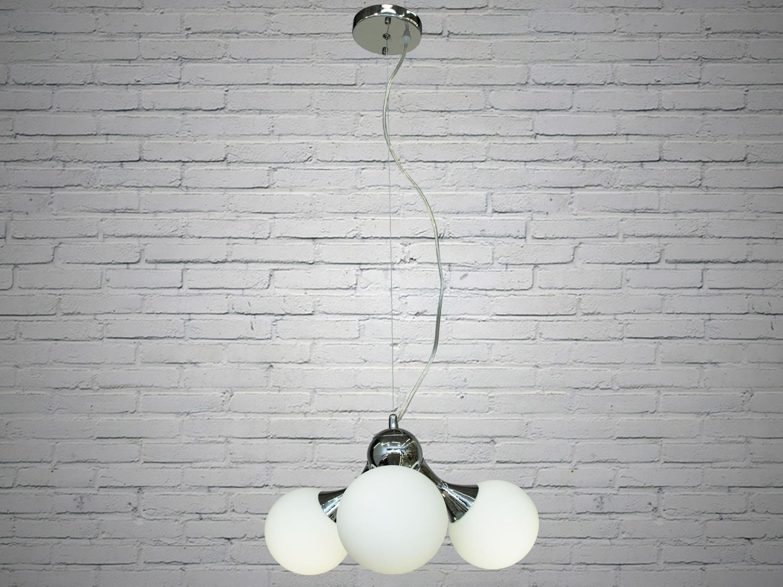 Лаконичный и в тоже время очень стильный дизайн этой люстры на 3 лампы в стиле лофт подойдет для ценителей минимализма и свободы мысли в интерьере. Стиль «Лофт» сейчас очень популярен, его любят как творческие личности, так и весьма практичные люди, предпочитающие комфорт и простоту в интерьере. Люстры в стиле «лофт» идеально впишутся в современные дома, квартиры, кафе, арт-пространства, коворкинги, квеструмы. За счет регулировки шнура можно подобрать оптимальную высоту светильника. В отличие от привычной люстры-молекулы, эта люстра укомплектована более изящными небольшими матовыми плафонами. Люстра специально разработана под светодиодные лампы стандарта G45 с цоколем Е27.