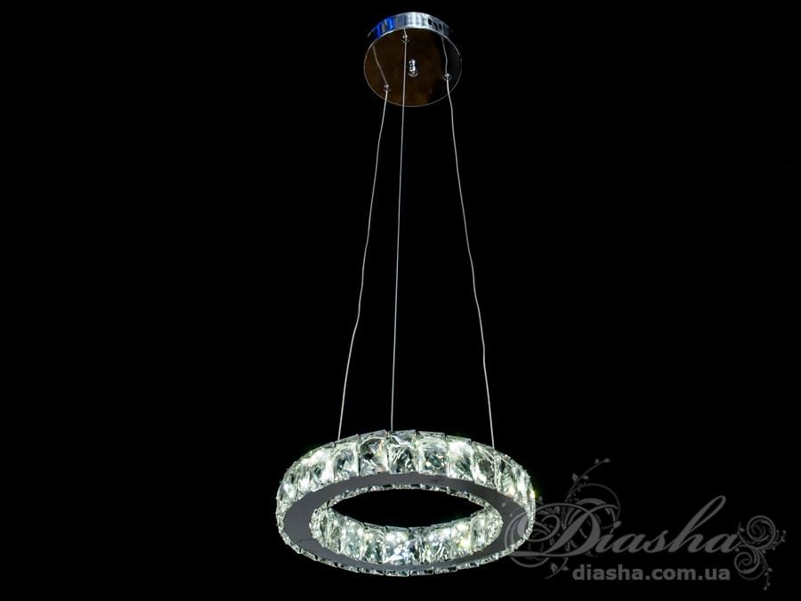 Если Вы хотите украсить Ваше жилье светильниками, выполненными в одном стиле, то в этом Вам поможет предлагаемое ТМ «Диаша» разнообразие размеров и форм светодиодных люстр. Представляемые Вам люстры являются флагманом на рынке люстр украины. Данная модель укомплектована светодиодными лампами мощностью 80Вт. Что позволяет осветить комнату 10-15 метров даже без установки дополнительных врезных светильников. В комплекте с люстрой идёт самый современный тип пульта с электронным диммером и регулятором цвета. С пульта можно включить один из предустановленных режимов освещения - тёплый свет, холодный свет, нейтральный; включить режим