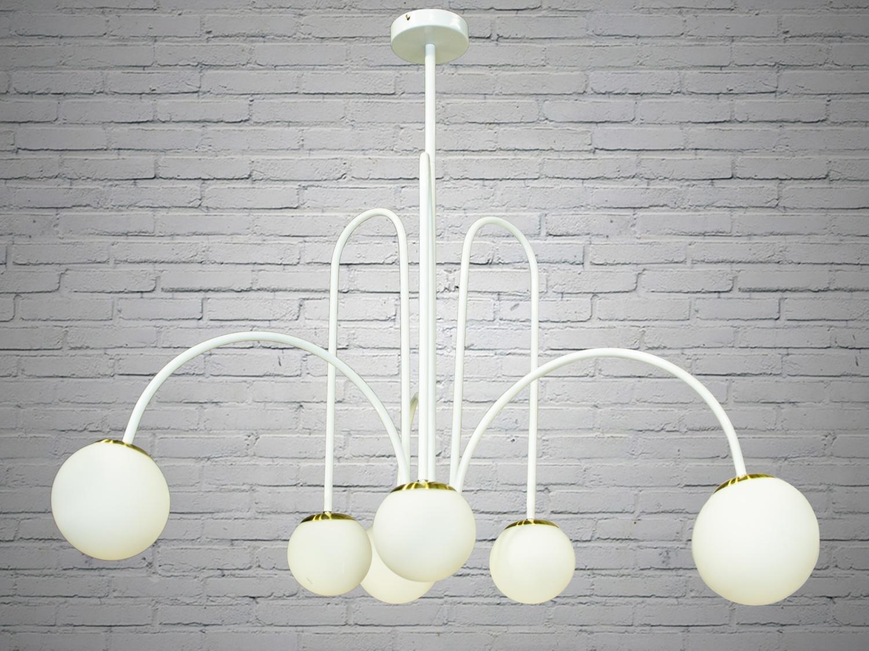 Лаконичный и в тоже время очень стильный дизайн этой люстры на 6 ламп в стиле лофт подойдет для ценителей минимализма и свободы мысли в интерьере. Стиль «Лофт» сейчас очень популярен, его любят как творческие личности, так и весьма практичные люди, предпочитающие комфорт и простоту в интерьере. Люстры в стиле «лофт» идеально впишутся в современные дома, квартиры, кафе, арт-пространства, коворкинги, квеструмы. За счет регулировки шнура можно подобрать оптимальную высоту светильника. В отличие от привычной люстры-молекулы, эта люстра укомплектована более изящными небольшими матовыми плафонами. Люстра специально разработана под светодиодные лампы стандарта G45 с цоколем Е27.